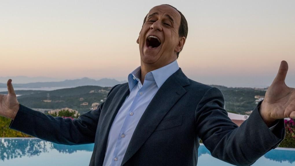 Paolo Sorrentino patří poslední dekády mezi nejdiskutovanější italské  režiséry. Velká nádhera mu před pěti lety vynesla Oscara f2f105f158b